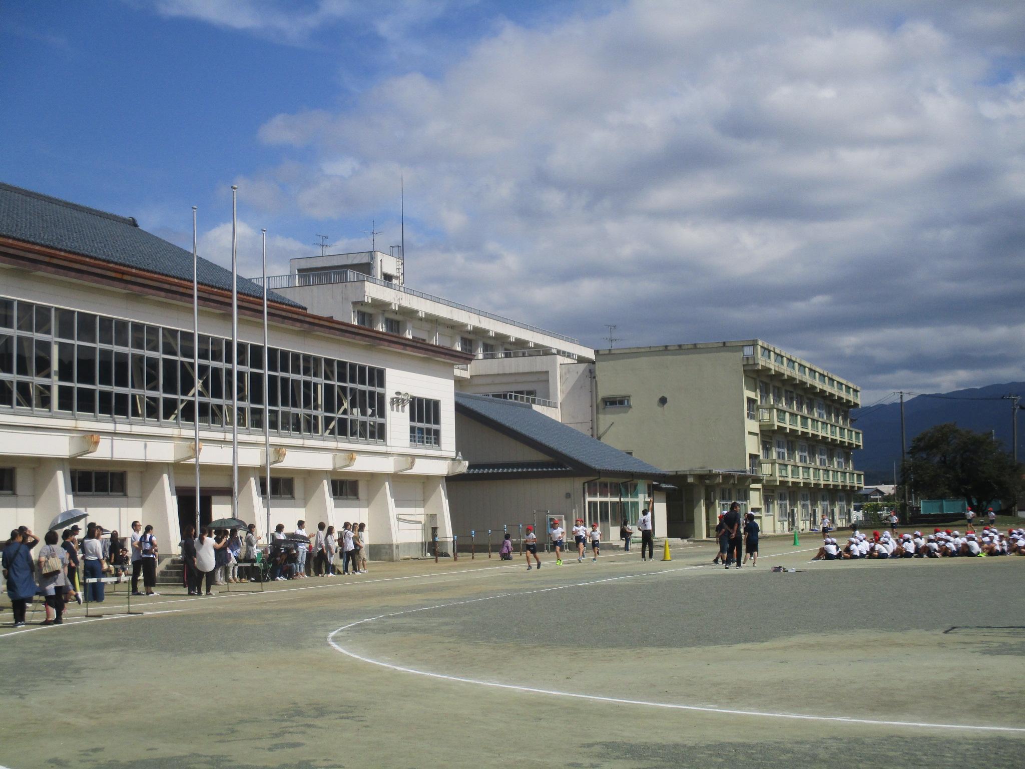 http://yasuda-es.agano.ed.jp/IMG_2421.JPG